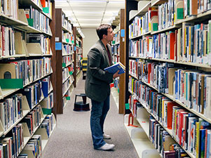 NOVA instructor searching library for course resources