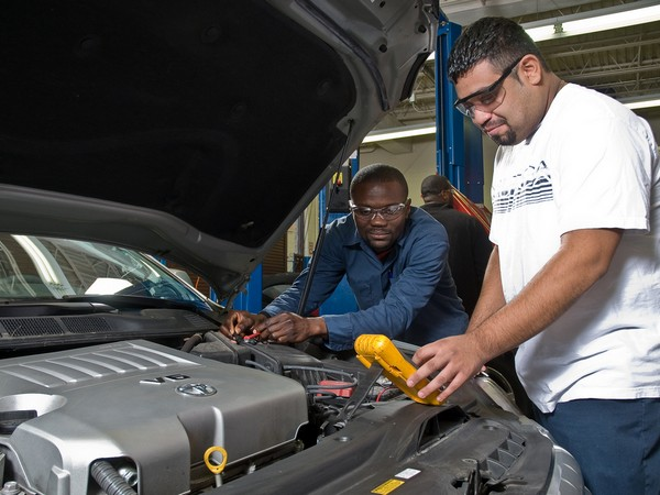 students work on auto